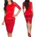 Czerwona koronkowa sukienka z baskinką, do kolan
