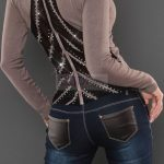 Sweter damski z cyrkoniami i tiulem na plecach, cappuccino