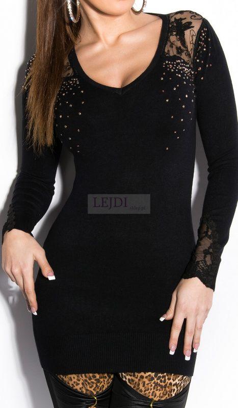 Dzianinowa czarna sukienka z koronką