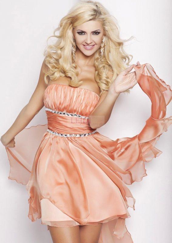 Brzoskwiniowa sukienka balowa na studniówkę