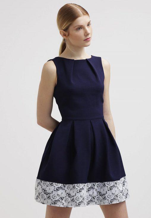 Elegancka rozkloszowana sukienka z koronką, granatowa