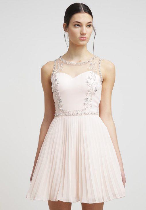 Rozkloszowana sukienka wieczorowa z koralikami
