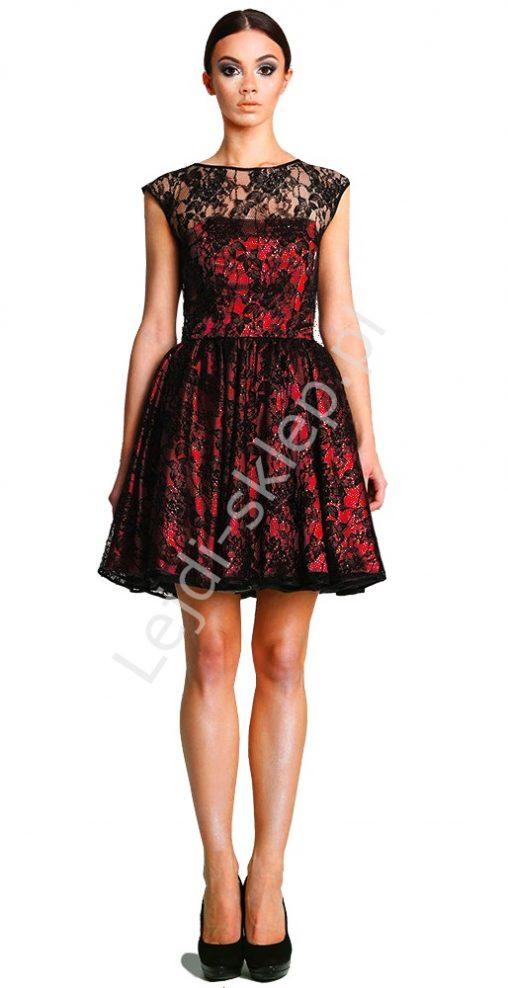 Wieczorowa sukienka z koronki, czarno - czerwona