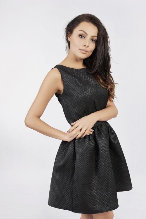 Czarna rozkloszowana mini sukienka
