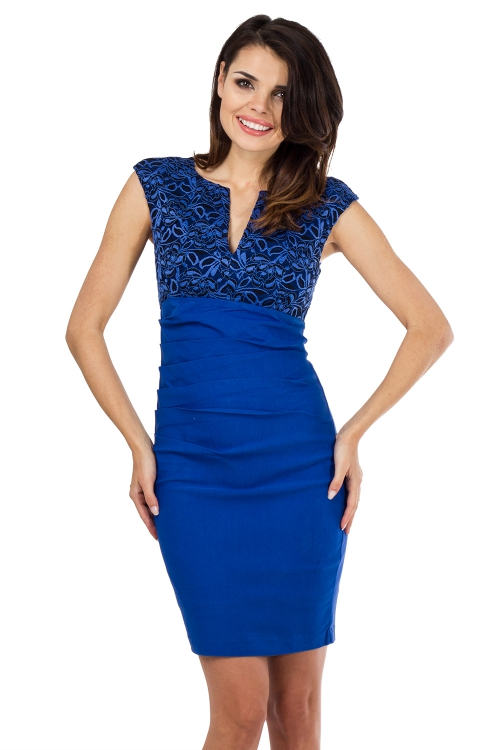 Elegancka dopasowana niebieska sukienka na wesele