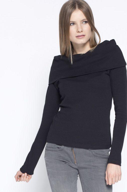 Czarna modna bluzka wywijany golf bawełna