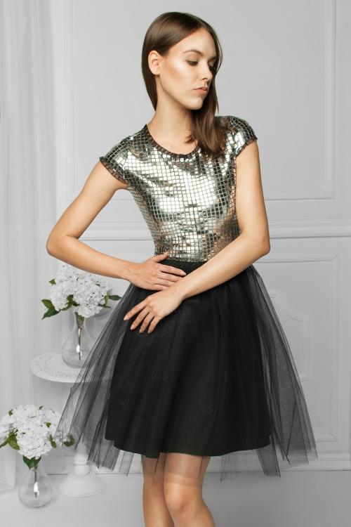 Tiulowa sukienka na wesele błyszcząca srebrna