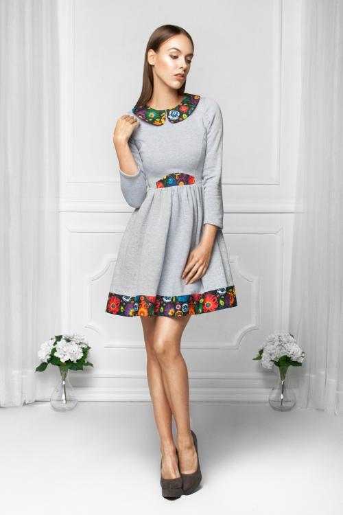Dzianinowa sukienka bawełniana z kołnierzykiem szara