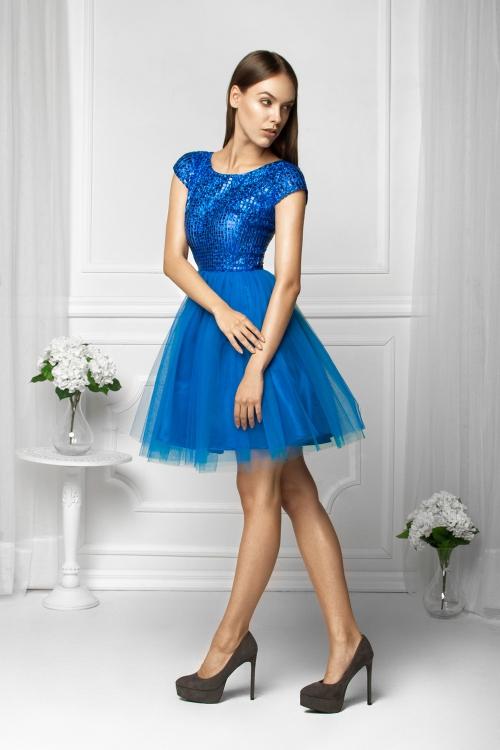 Tiulowa sukienka na wesele błyszcząca niebieska