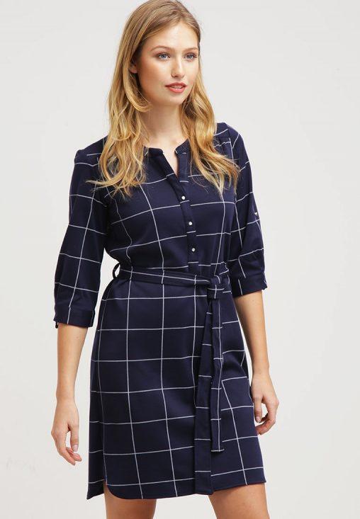 Elegancka sukienka koszulowa w kratę