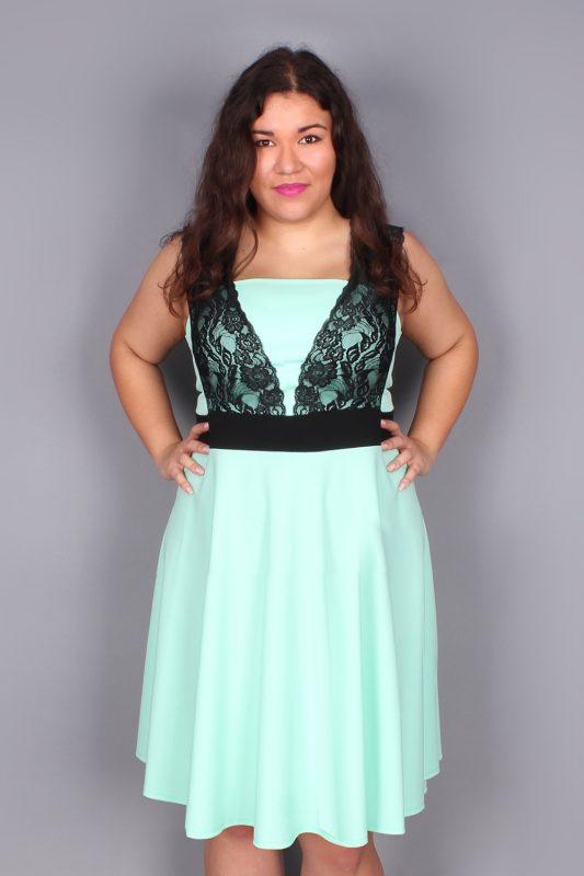 Miętowa sukienka z koronką plus size