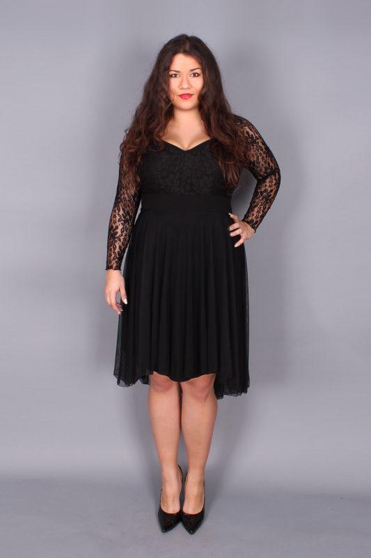 Romantyczna koronkowa czarna sukienka na wesele