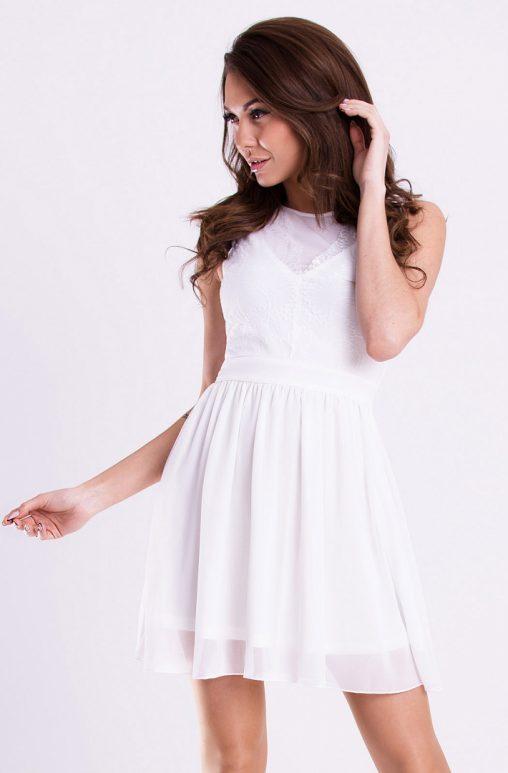 Lekka sukienka rozkloszowana biała