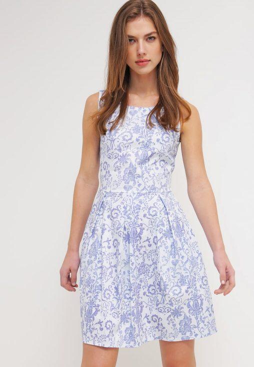 Letnia mini sukienka w kwiaty niebiesko - biała