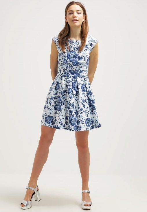 Letnia mini sukienka w kwiaty biało niebieska