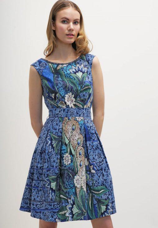 Letnia mini sukienka w kwiaty niebieska