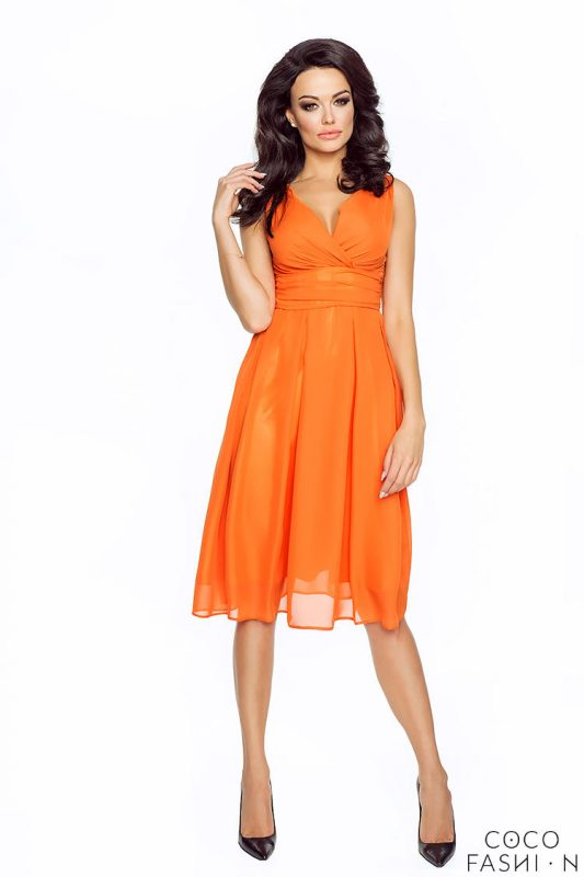Pomarańczowa Wieczorowa Sukienka z Głębokim Dekoltem