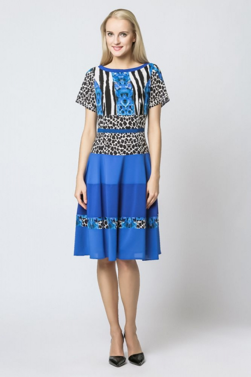 Letnia niebieska sukienka rozkloszowana