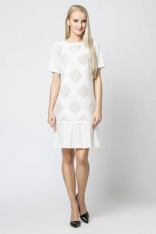Letnia sukienka z tłoczonym wzorem