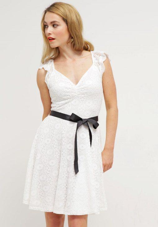Letnia sukienka z koronki ecru
