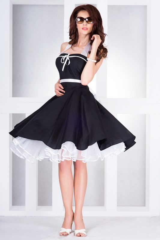 Rozkloszowana sukienka na szyję wiązana na plecach czarna