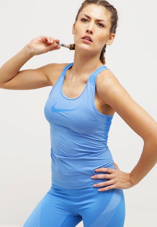 Klasyczna Bluzka Bokserka Top Fitness Nike jasno niebieska