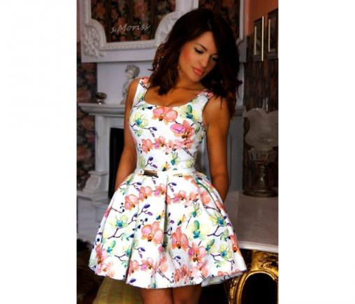 Wizytowa rozkloszowana letnia sukienka w kwiaty na wesele