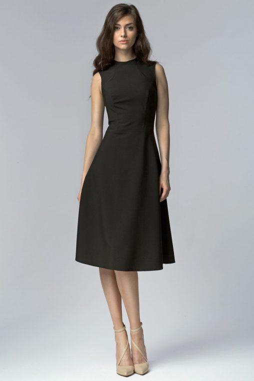 Rozkloszowana czarna sukienka za kolano