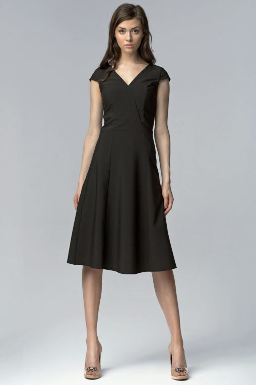 Elegancka czarna sukienka za kolano wizytowa