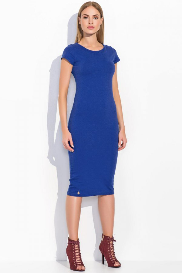 Dresowa sukienka do kolan klasyczny krój krótki rękaw niebieska