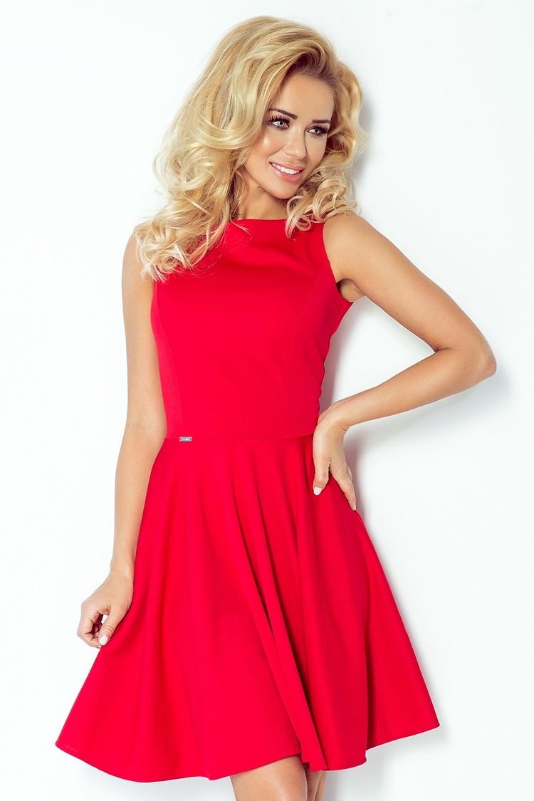 Czerwona sukienka z koła bez rękawów