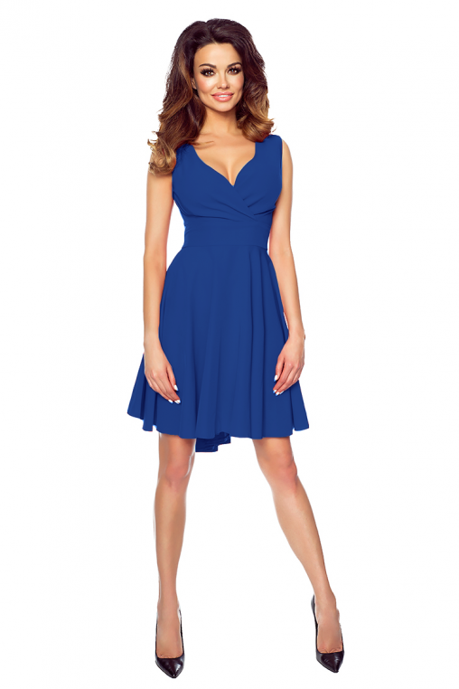 Asymetryczna sukienka z przedłużanym tyłem koktajlowa niebieska