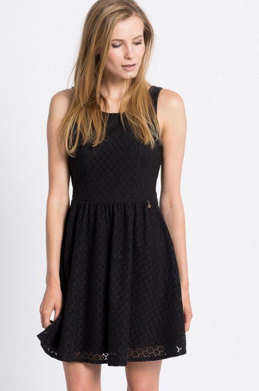 czarne sukienki z koronki rozkloszowane