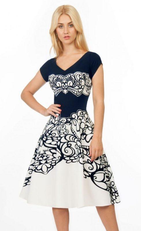 Rozkloszowana sukienka ornamenty granatowo - biała