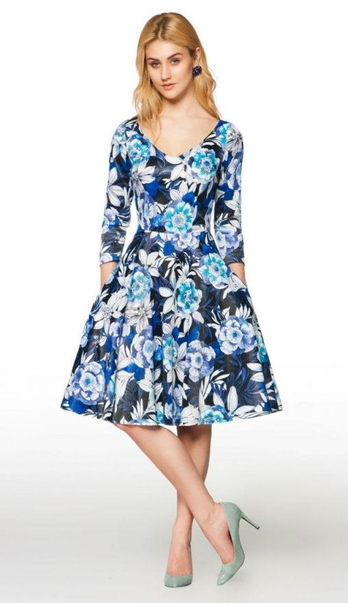 Modna sukienka w kwiaty rozkloszowana