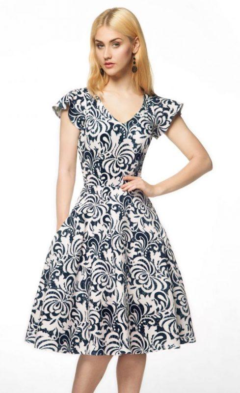 Rozkloszowana sukienka z ornamentem