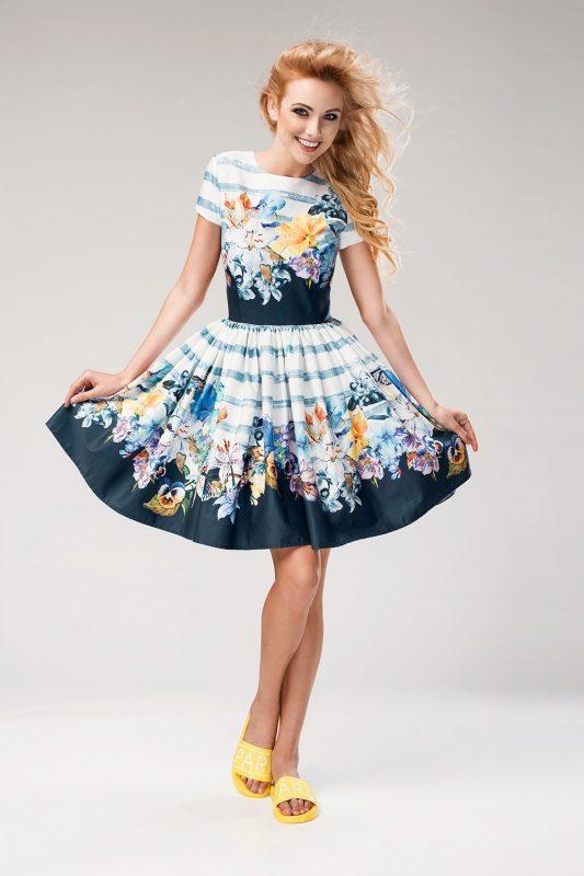 Modna rozkloszowana sukienka z rękawkiem