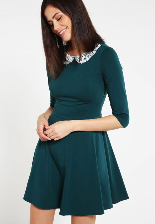 Zielona elegancka rozkloszowana sukienka z kołnierzykiem