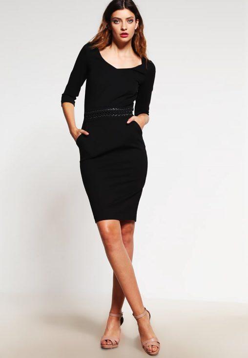 Elegancka czarna sukienka z kieszeniami i dużym dekoltem