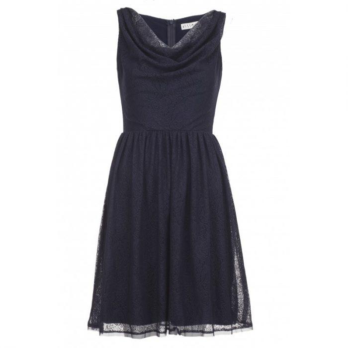 Sylwestrowa sukienka z lejącym dekoltem