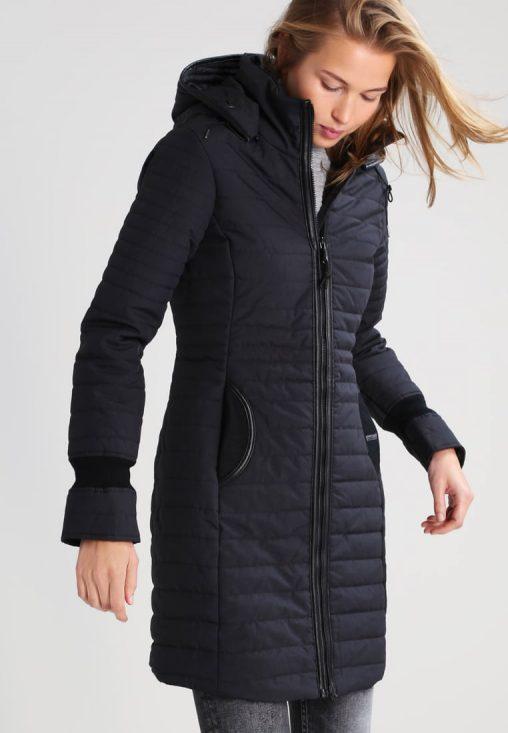 Czarna dopasowana długa kurtka zimowa damska