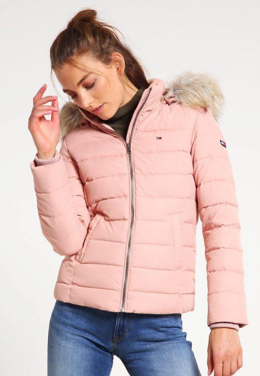 Różowa kurtka puchowa z kapturem na zimę