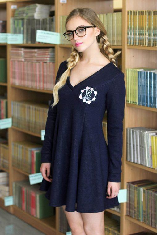 Dzianinowa rozkloszowana sukienka mini granatowa