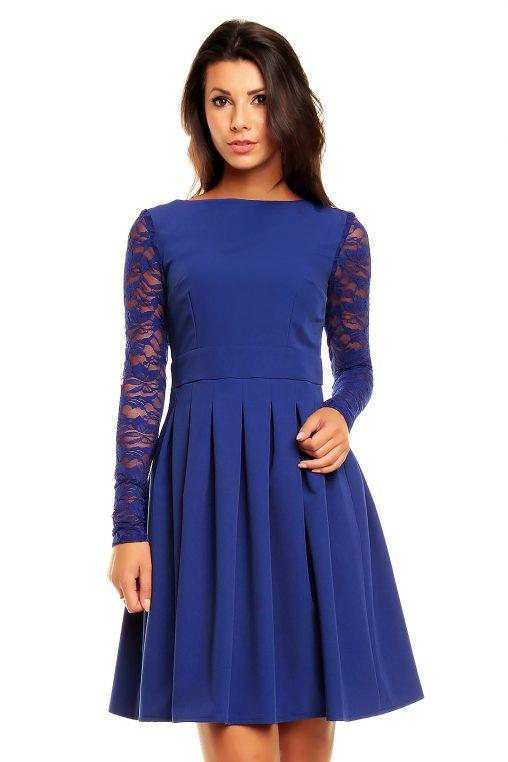 Niebieska sukienka z koronkowymi rękawami