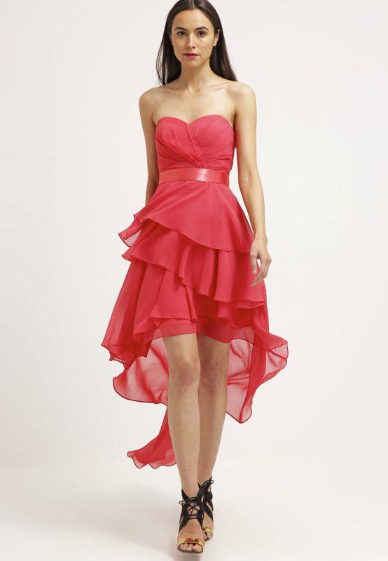 Koralowa sukienka przód krótki tył długi