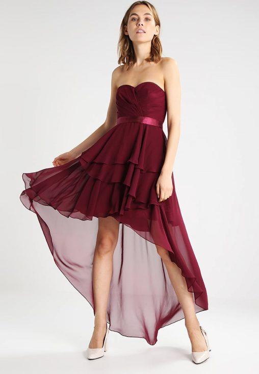 Bordowa sukienka bez ramiączek na sylwestra lub wesele