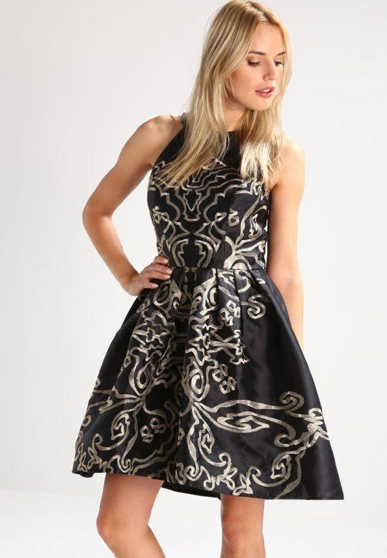 Czarna rozkloszowana satynowa sukienka