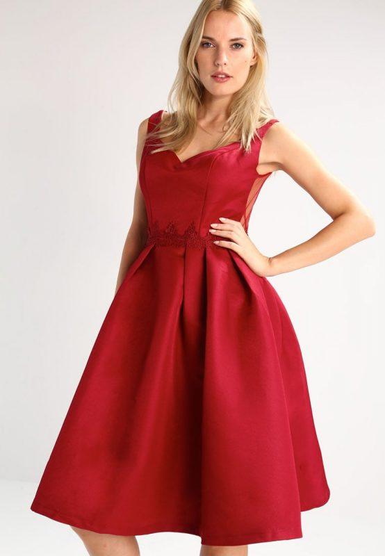 Czerwona satynowa sukienka koktajlowa