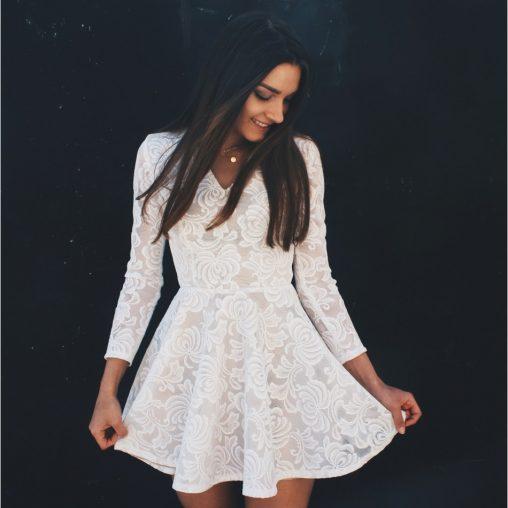 Koronkowa sukienka z długim rękawem beżowa