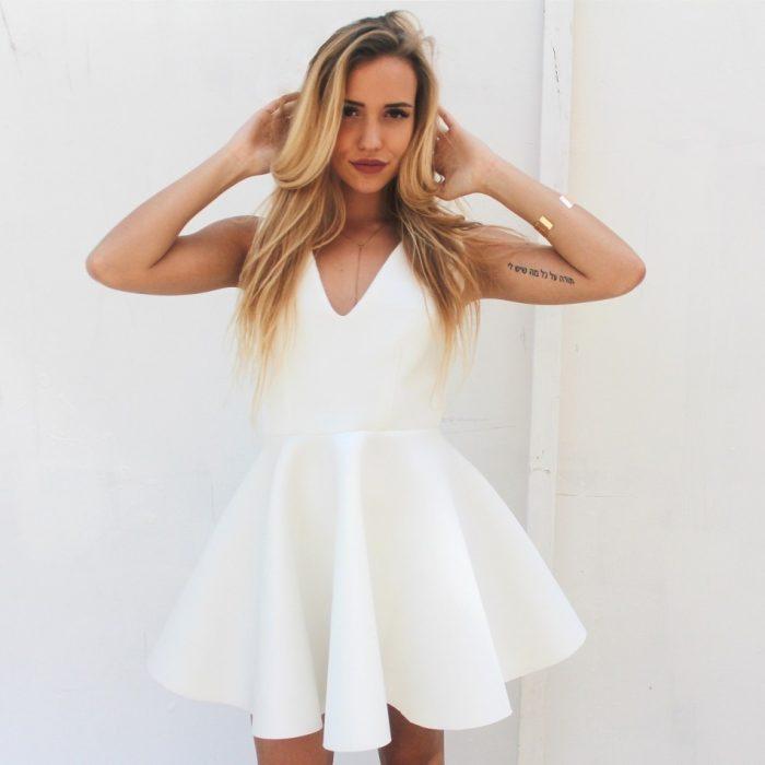 Rozkloszowana sukienka piankowa ecru